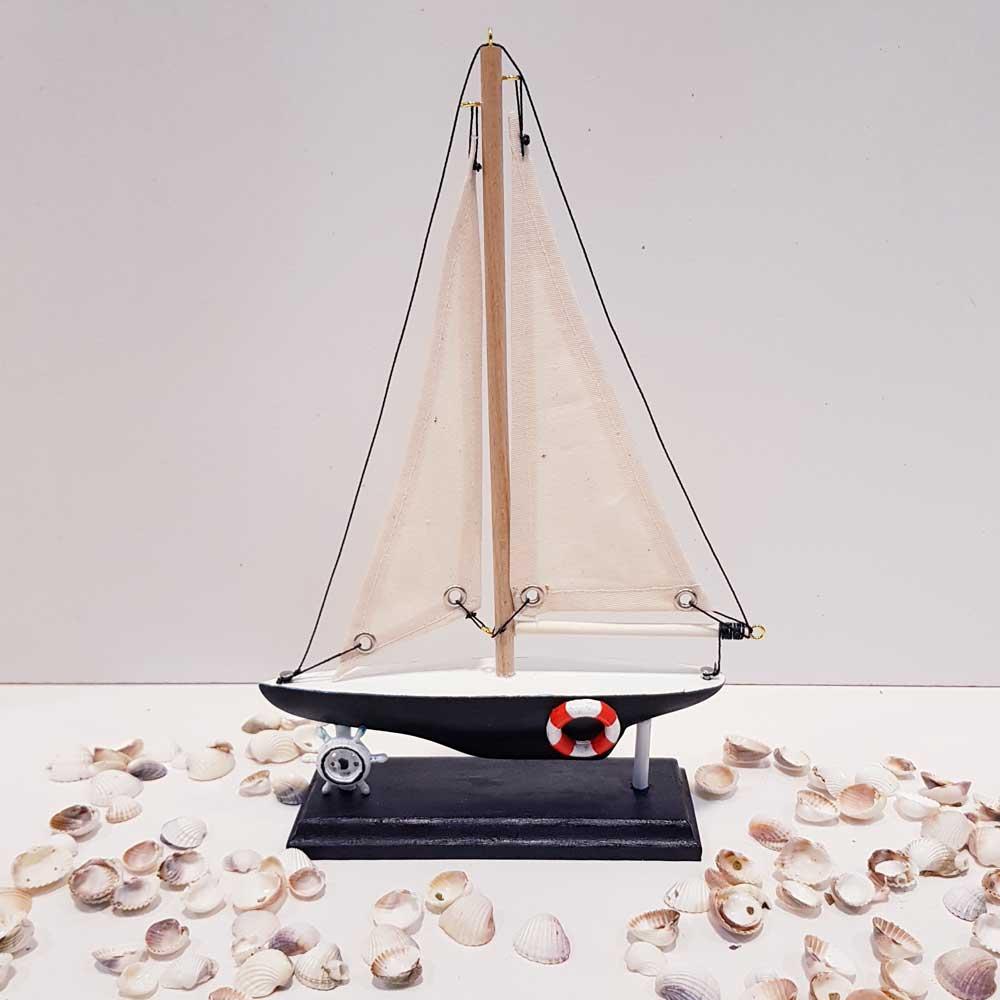 قایق بادبانی رنگ سورمه ای