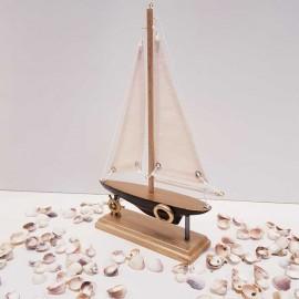 قایق بادبانی رنگ مشکی