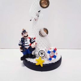 فانوس دریایی چوبی بزرگ سفید و کاپیتان