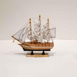 کشتی 3 بادبانه کوچک